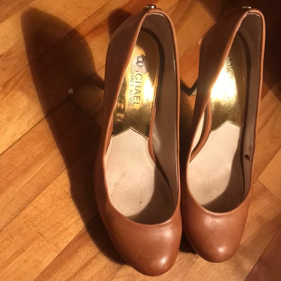 Michael kors tan heel pump shoes size 8